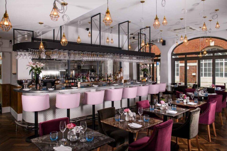2850 South Kensington Bar Seating